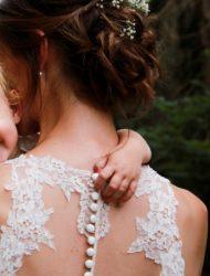 Vintage trouwjurk met kanten hoge hals van Ladybird (inclusief sluier & petty coat)