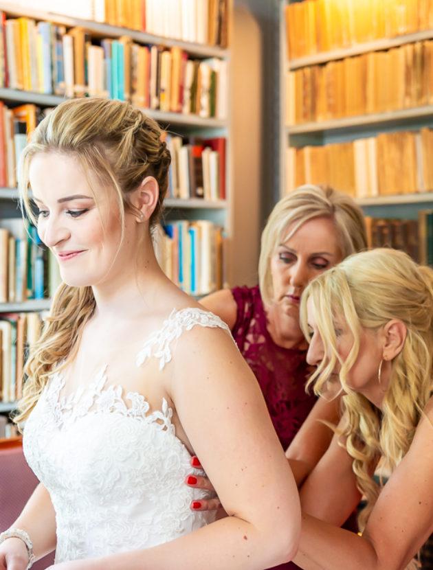 Prachtige A-lijn trouwjurk van Ladybird met kanten details en bijzondere rug
