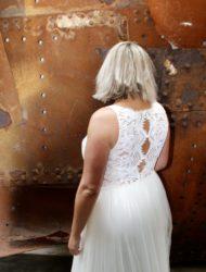 Trouwjurk Rebecca Ingram met V-hals en bijzondere rug
