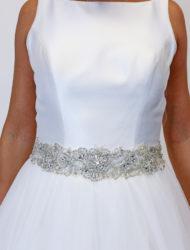 Klassieke hoogesloten trouwjurk van Diane Legrand