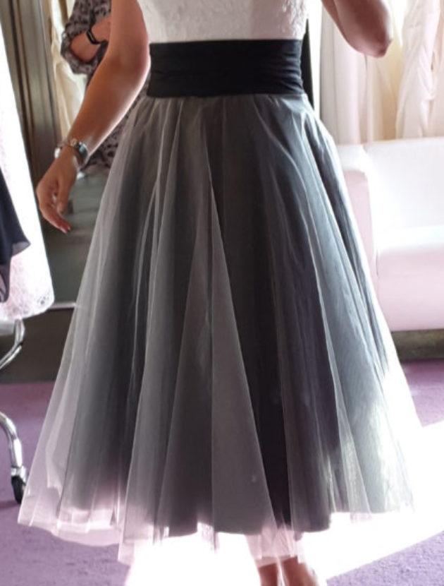 Zwart witte korte trouwjurk met sweetheart neckline