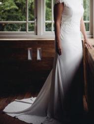 Mooie elegante eenvoudige bruidsjurk