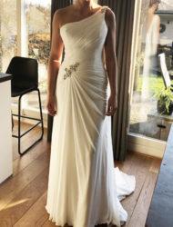 Trouwjurk modeca, slanke, prachtige en lichte jurk