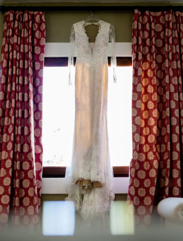 Berta bridal trouwjurk van kant met lange mouwen en sexy rug