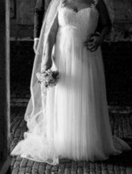 Bohemian trouwjurk die zacht en soepel valt, incl prachtige lange sluier