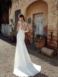 Elegante trouwjurk met kanten V-hals Eddy K