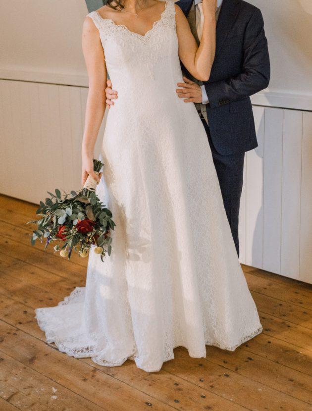 Een A-lijn trouwjurk met een V-hals van Sweetheart