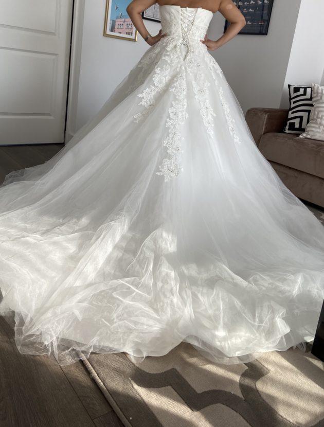 Nieuwe trouwjurk inclusief hoepel & sluier