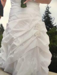 Bijzonder prettig zittende off white Trouwjurk met klein sleepje