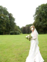 Stijlvolle jurk met bijzonder mooi kanten bolero en kort sleepje