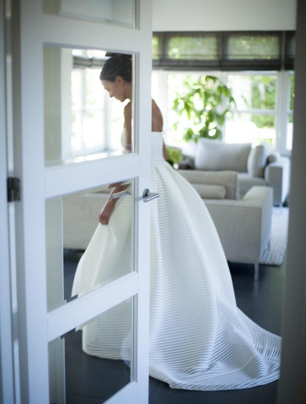 Klassieke trouwjurk met bijzondere, moderne stof
