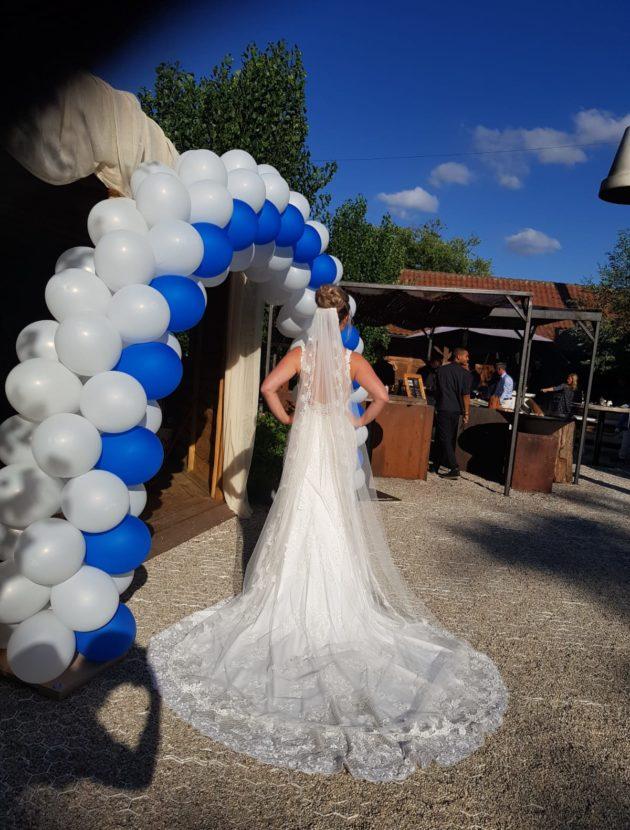 Essense of Australia trouwjurk met bijzondere rug