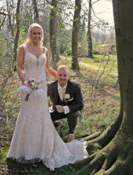 Supermooie trouwjurk van kant met steentjes